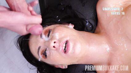 Порно толпа мужиков кончает в рот и на лицо девушке в буккаке